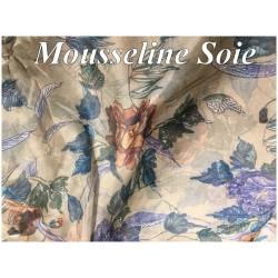 Mousseline De Soie Haute Couture Imprimé En Motifs Fleurs Sur Un Fond Beige