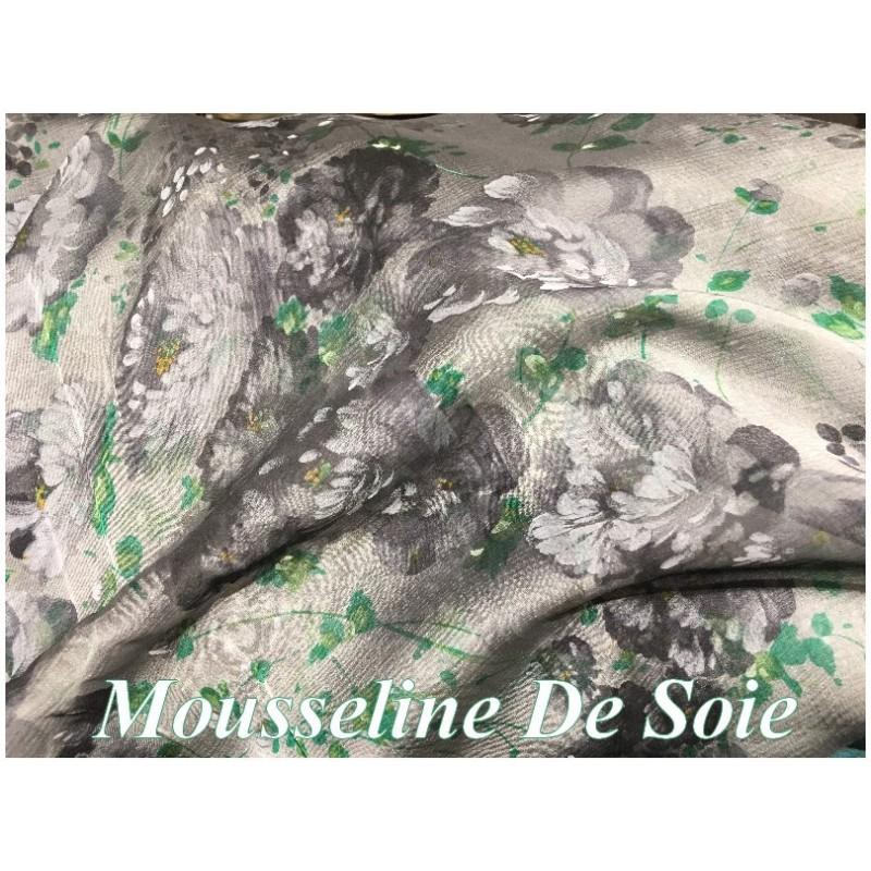 Mousseline de Soie Haute Couture Imprimé Fleurs Noir, Vert Et Gris Sur Fond Gris Au Mètre.