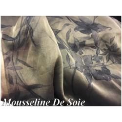 Mousseline de Soie Haute Couture Imprimé Fleurs Noir, Sur Fond Couleur Mordoré