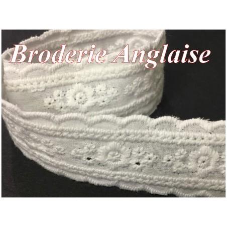 Broderie Anglaise Blanche En 25 mm En Tissu Coton Au Mètre , Pour Loisirs Créatifs.