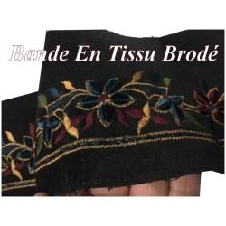 Tissu Brodé Fleurs Sur Bande Velours Noir