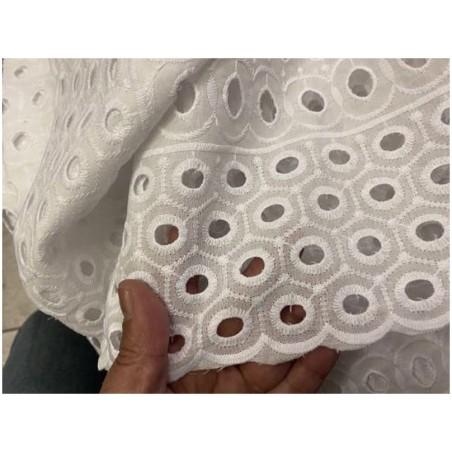 Broderie Anglaise Blanc En Tissu Ajourée En Coton Au Mètre En Grande Largeur