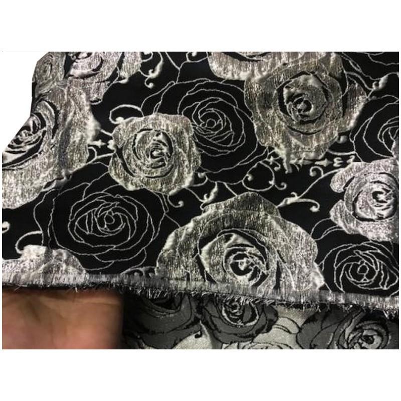 Tissu Brocart Au Mètre De Luxe En Motifs Fleurs Argenté Sur Fond Noir Pour Robes, Tailleurs Et Caftans.