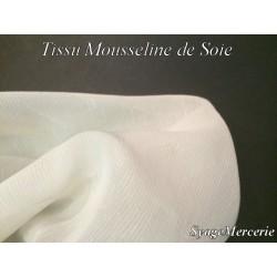 Tissu Mousseline de Soie Ecru au Mètre En Fine Rayure.