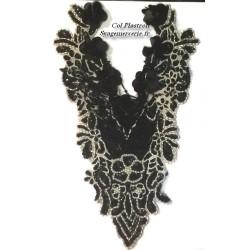 Col Plastron A Coudre En Sequin Noir Et Perles Blanches En Frange.