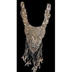 Col plastron argent en 25 cm, encolure en sequin argent et perles argents
