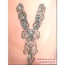 Col Plastron En 40 Cm à Coudre En Sequin Argent Et perles.