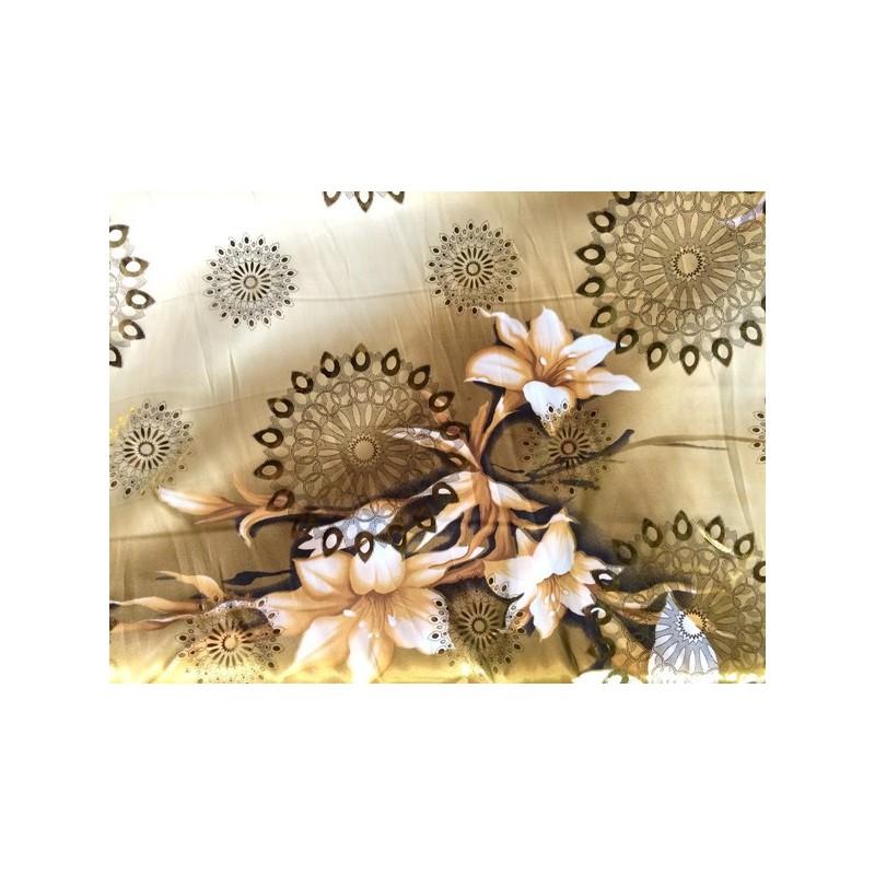 Tissu satin au mètre en saumon en motif fleur or.