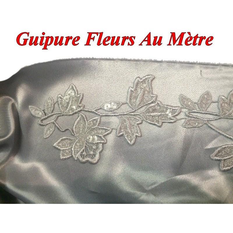 Guipure Au Mètre en 6 cm Beige Orné de Sequins pour Customisations.