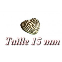 Bouton à coudre en forme de coeur en doré de taille 15 mm.