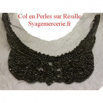 https://www.syagemercerie.fr/398-thickbox/applique-encolure-col-perle-noir-sur-resille.jpg