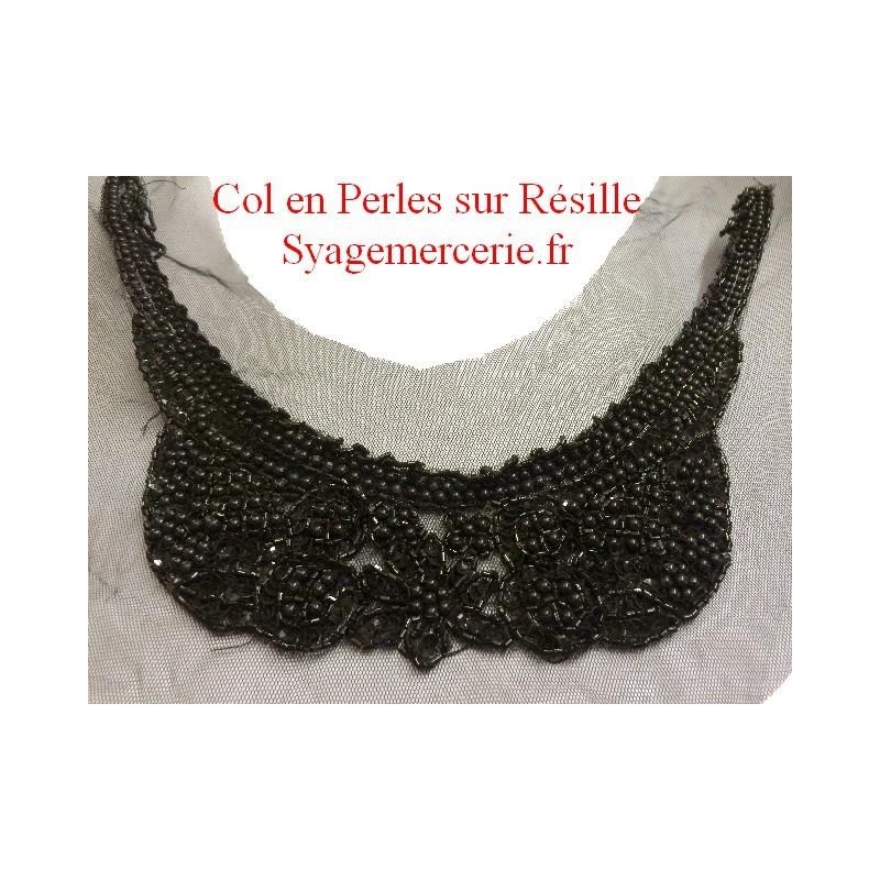 Applique Encolure Col Perlé Noir sur Résille