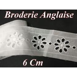 Broderie Anglaise Coton au Mètre en 6 cm Blanche à coudre.