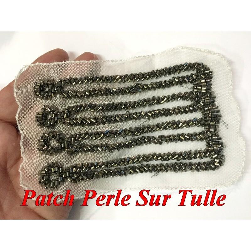 Patch Motif A coudre En Perle Noir Sur tulle blanc