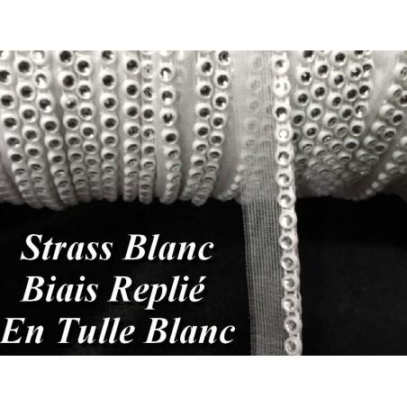 Galon Fil Strass Au Mètre Sur Un Support En  Biais Replié Sur  Tulle Blanc A coudre Pour Décorations Et Loisirs Créatifs.