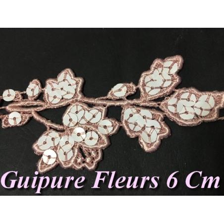 Guipure Fleurs en 6 cm Rose Orné de Sequins Blanc pour Customisations.
