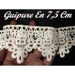 Galon Dentelle Guipure Au Mètre En 7,5 Cm Blanche En Motifs Fleurs Pour Customisations Et Décorations.