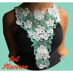 Plastron Col Applique En Dentelle Fleurs coloris vert Pour Customisations et Décorations.