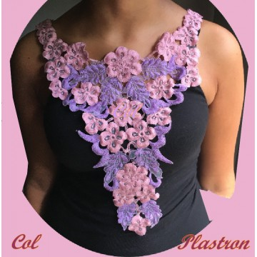 https://www.syagemercerie.fr/7304-thickbox/plastron-col-applique-en-dentelle-fleurs-coloris-vieux-rose-et-violet-pour-customisations-et-decorations.jpg