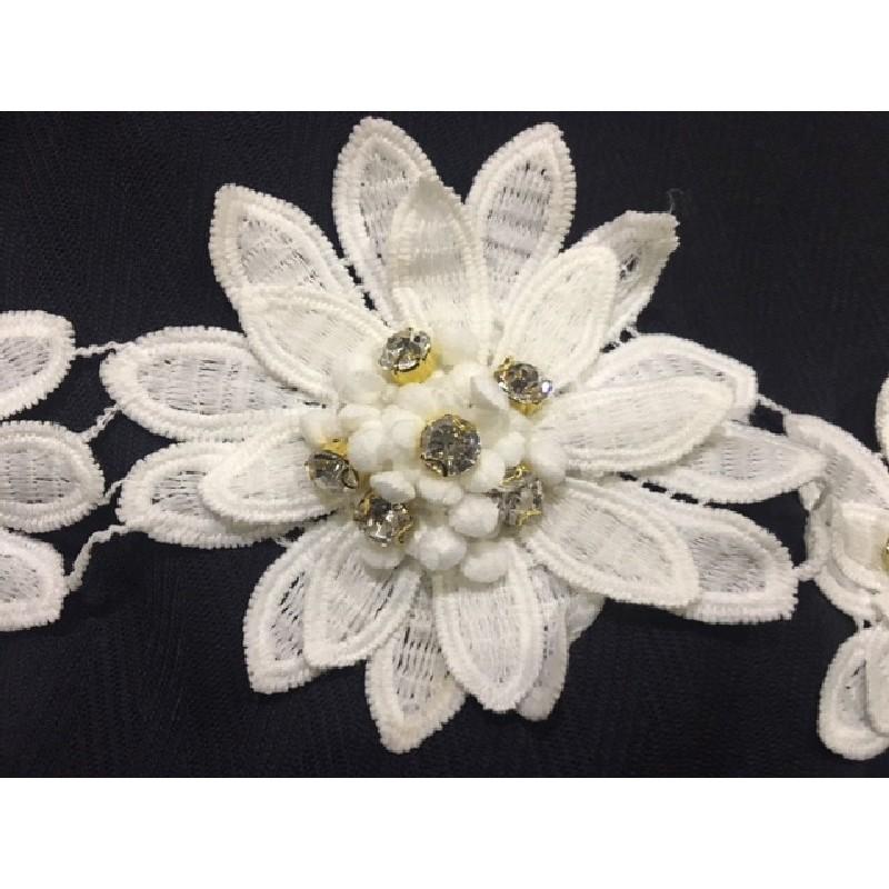 Galon Fleurs Au Mètre En Coton Blanc Orné De Strass Cristal Pour Robes de Mariages, Cérémonies et Customisations De vetements.