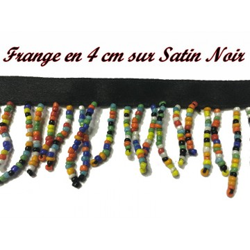 https://www.syagemercerie.fr/7682-thickbox/frange-au-metre-ruban-charleston-en-4-cm-en-perles-multicolor-sur-satin-noir-pour-customisations-et-decorations-de-vetements.jpg