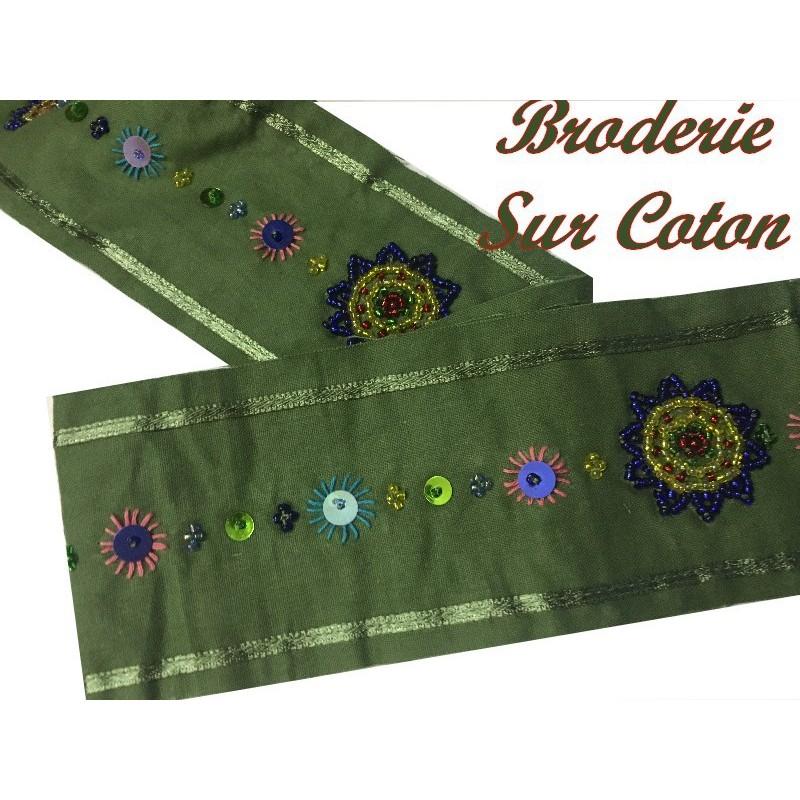 Broderie Perlé Sur Tissu Coton Au Mètre En 7 Cm Vert Tilleul Pour Décorations ET Loisirs Créatifs.