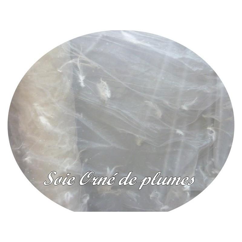 Soie Haute Couture au Mètre Orné de Plume en Ivoire Pour Mariage et Cérémonie.