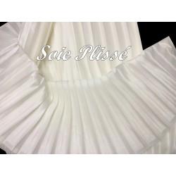 Tissu Plissé de Soie Satiné De Couleur Ivoire, Pour Customisation, Mariage et Cérémonie.