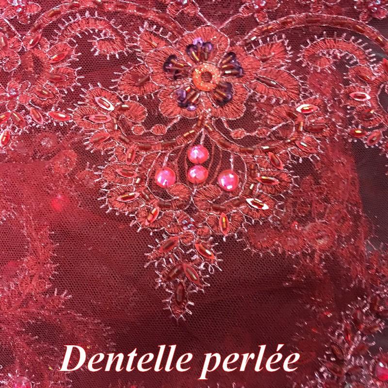 bordeaux L/'encolure-Ornement Avec Perles Turquoise un écusson en Orange