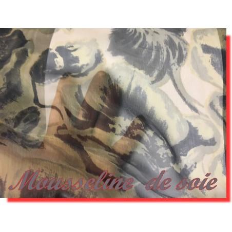 Mousseline de Soie Haute Couture Jaune Paille avec Imprimé Grosse Fleurs en Gris Au Mètre.