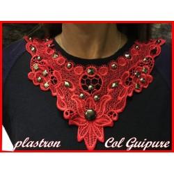 Col Guipure Dentelle Rouge Clouté Pour Customisations.