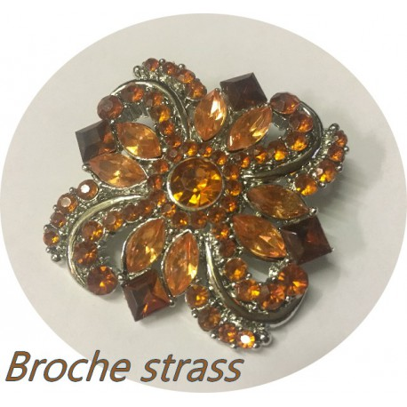 Broche Strass Bijou Pour Robes Dames Orange sur un Support Argent Pour Customisations.